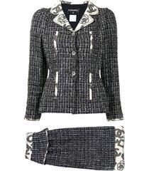 chanel pre-owned 2006 camélia motif tweed skirt suit - black
