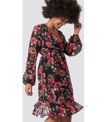 na-kd boho balloon sleeve chiffon mini dress - multicolor