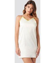 na-kd contrast lace satin mini dress - white