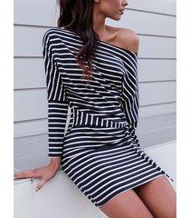 manga larga con cinturón a rayas negras diseño one hombro mangas largas vestido