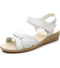 sandali con tacco basso in morbida pelle con lacci