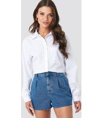 na-kd front pleat denim shorts - blue