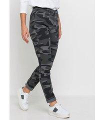 broek met camouflageprint