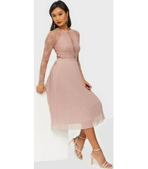 nly trend something about her midi dress skater dresses dusty rose