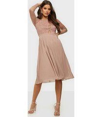 nly trend something about her midi dress skater dresses