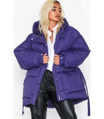 nly trend belted puffer jacket dunjackor