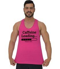 regata cavada masculina alto conceito carregando cafeina por favor aguarde rosa choque - rosa - masculino - algodã£o - dafiti