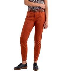 jeans pitillo cinturón terracota curvi