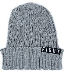 gorro gris  fight for your right manal
