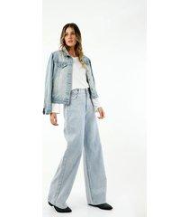 jean de mujer, silueta amplia wide leg, tiro alto, tono claro