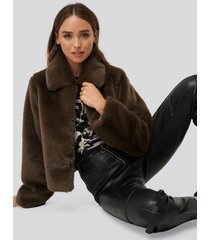 erica kvam x na-kd faux fur jacket - brown