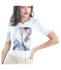 blusa t-shirt manga curta com detalhe na manga off white.