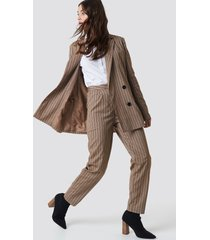 na-kd classic straight leg striped suit pants - brown