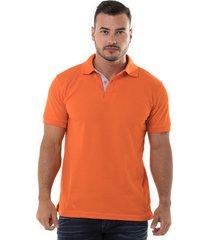 camiseta tipo polo naranja hamer fondo entero