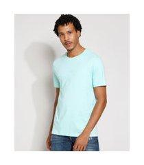"""camiseta masculina manga curta try new adventures"""" com bordado gola careca verde claro"""""""