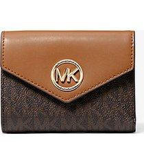 mk portafoglio a tre ante carmen medio in pelle con logo - marrone - michael kors