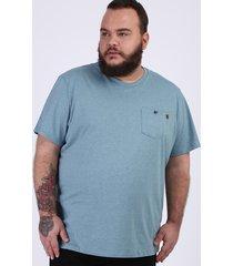 camiseta masculina plus size com bolso manga curta gola careca azul claro