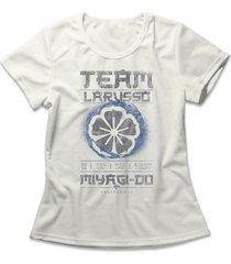 camiseta feminina team larusso off-white