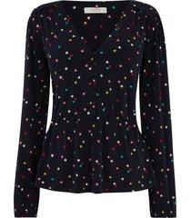 blouse met knopen en sterren