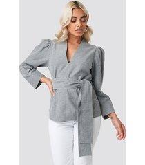 na-kd trend puff shoulder tie waist blouse - grey