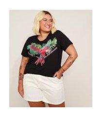 camiseta feminina plus size arara e folhagem manga curta preta