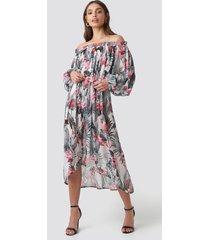 na-kd trend wide sleeve off shoulder ankle dress - multicolor