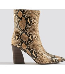 na-kd shoes angular heel boots - beige,multicolor