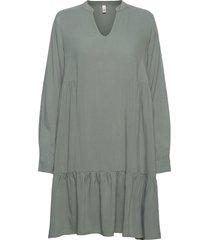 sc-radia knälång klänning grön soyaconcept