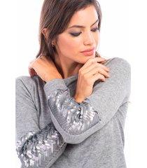 sweater gris mia loreto barcelo