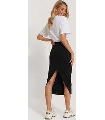 na-kd high waist sharp cut midi skirt - black