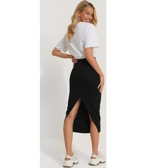na-kd high waist sharp cut midi skirt - black