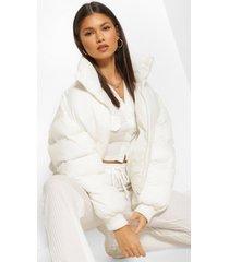 gewatteerde jas met hoge hals, wit