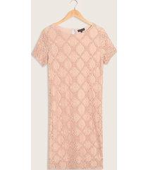 vestido corto, ajustado, con textura en relieve-14