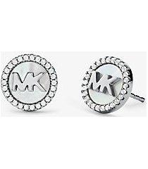 mk orecchini a bottone in argento sterling con placcatura in metallo prezioso logo e pavé - argento (argento) - michael kors