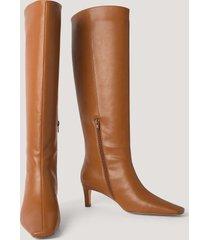na-kd shoes boots med fyrkantig, lång tå och skaft - brown