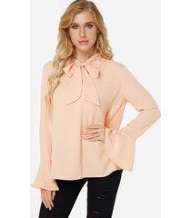 beige diseño blusa con mangas acampanadas