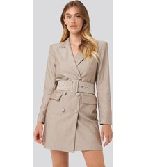 na-kd classic wide belt blazer dress - beige