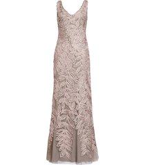 women's js collections leaf soutache trumpet gown, size 12 - pink