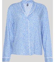 camisa de pijama feminina estampada de poá com vivo contrastante manga longa azul claro
