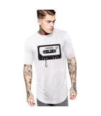 camiseta masculina oversized long line fita k7