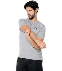 camiseta gris-negro under armour