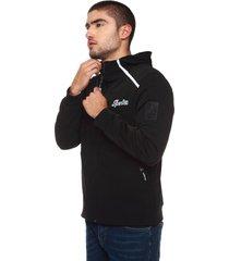 chaqueta para hombre licrada color negro con cremallera y estampado frontal y bolsillos laterales