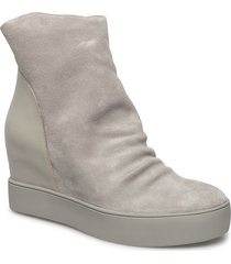 trish s shoes boots ankle boots ankle boot - heel beige shoe the bear