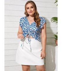 blusa de manga corta con cordón de leopardo y cuello en v azul talla grande