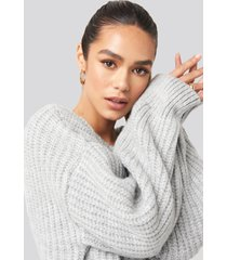 hannalicious x na-kd chunky knitted off shoulder sweater - grey
