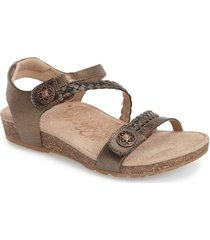 aetrex 'jillian' braided leather strap sandal, size 6 in bronze at nordstrom
