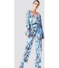 trendyol tie waist patterned jumpsuit - blue