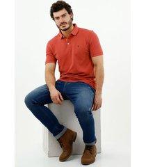 camiseta tipo polo de hombre, silueta confort manga corta, 100% algodón, color coral