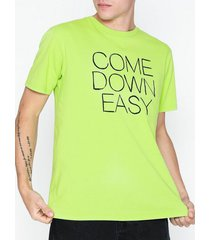 wood wood come down t-shirt t-shirts & linnen green