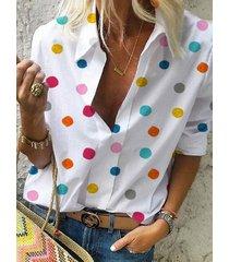 blusa con cuello vuelto a lunares blanca